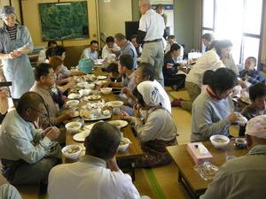 田んぼの学校 田植え (6).JPG